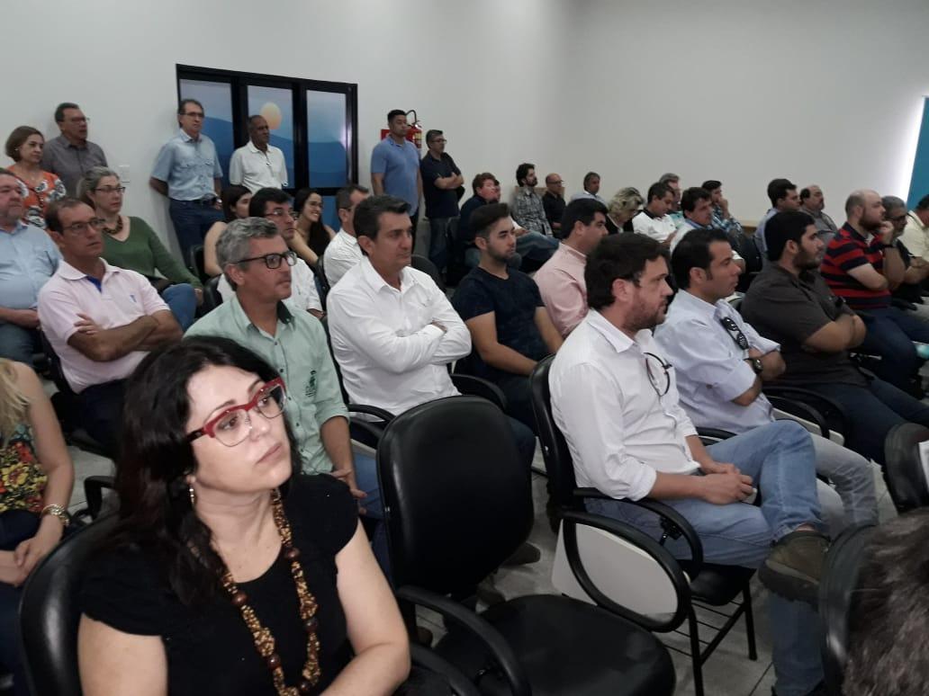 "PREFEITO HAROLDO RECEBEU DAS MÃOS DO SECRETARIO ESTADUAL DE SANEAMENTO E RECURSOS HÍDRICOS,  O PLANO MUNICIPAL DE SANEAMENTO ""PMS"""