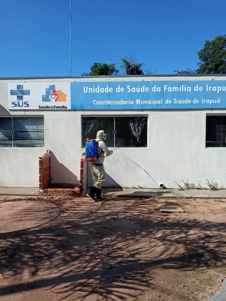 A Prefeitura Municipal de Irapuã juntamente com a Diretoria Municipal de Saúde e Vigilância em Saúde, está realizando nesta terça-feira (31), o processo de desinfecção contra o Covid-19.