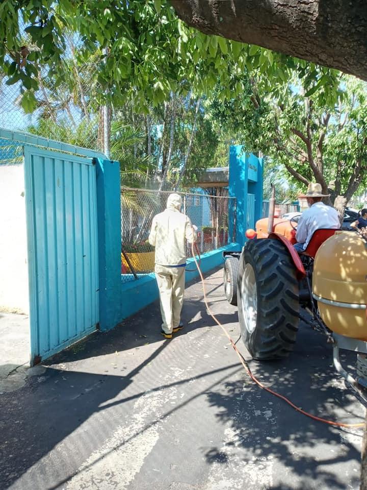 A Prefeitura Municipal de Irapuã juntamente com a Diretoria Municipal de Saúde e Vigilância em Saúde, realizou nesta segunda-feira (13/04), a segunda etapa do processo de desinfecção contra o Covid-19.
