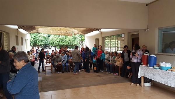 Quadrilha da Melhor Idade se apresenta no Asilo São Vicente de Paulo