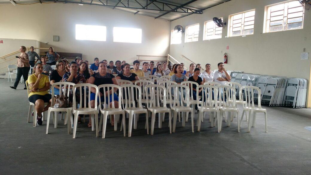 Na última quarta-feira (22) p.p, os Servidores Públicos da Prefeitura de Irapuã tiveram a oportunidade de assistir uma palestra com o Consultor, Conferencista e Palestrante, formado em Marketing e Administração de Empresas, Fernando Regonato