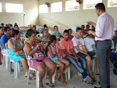 CRAS realiza reunião com beneficiários do Programa Ação Jovem e Renda Cidadã