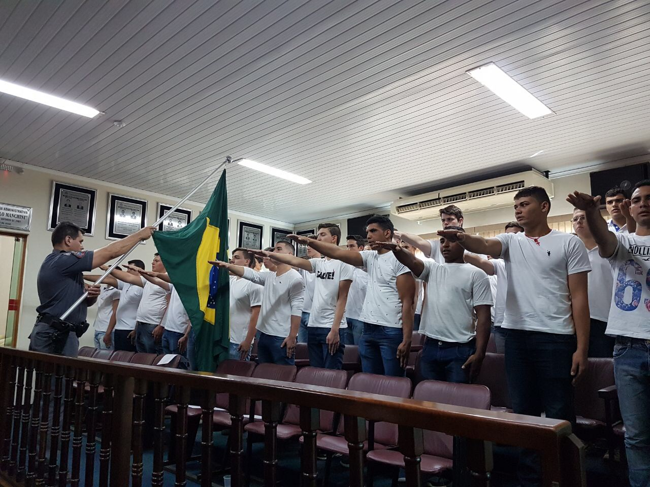 IRAPUÃ REALIZA ENTREGA DE CERTIFICADO DE DISPENSA DE INCORPORAÇÃO