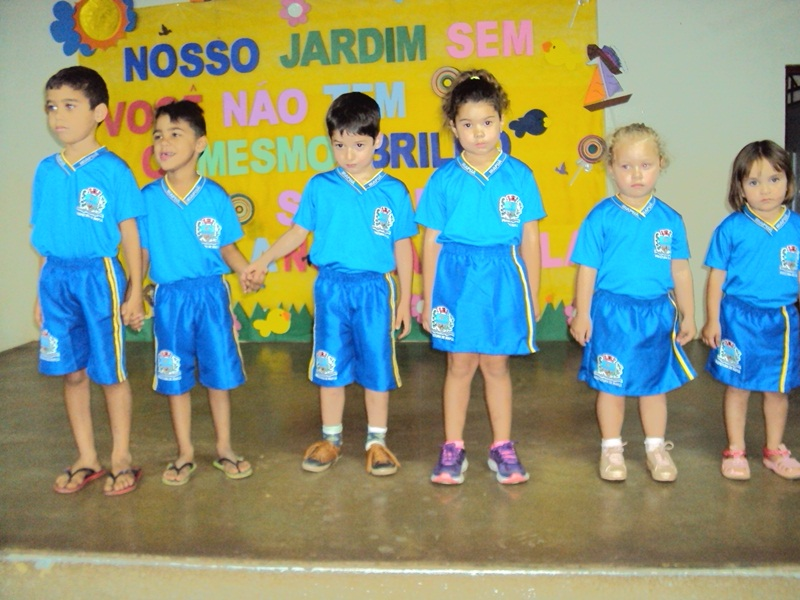 Prefeitura de Irapuã faz entrega de uniformes escolares para Rede Municipal de Ensino
