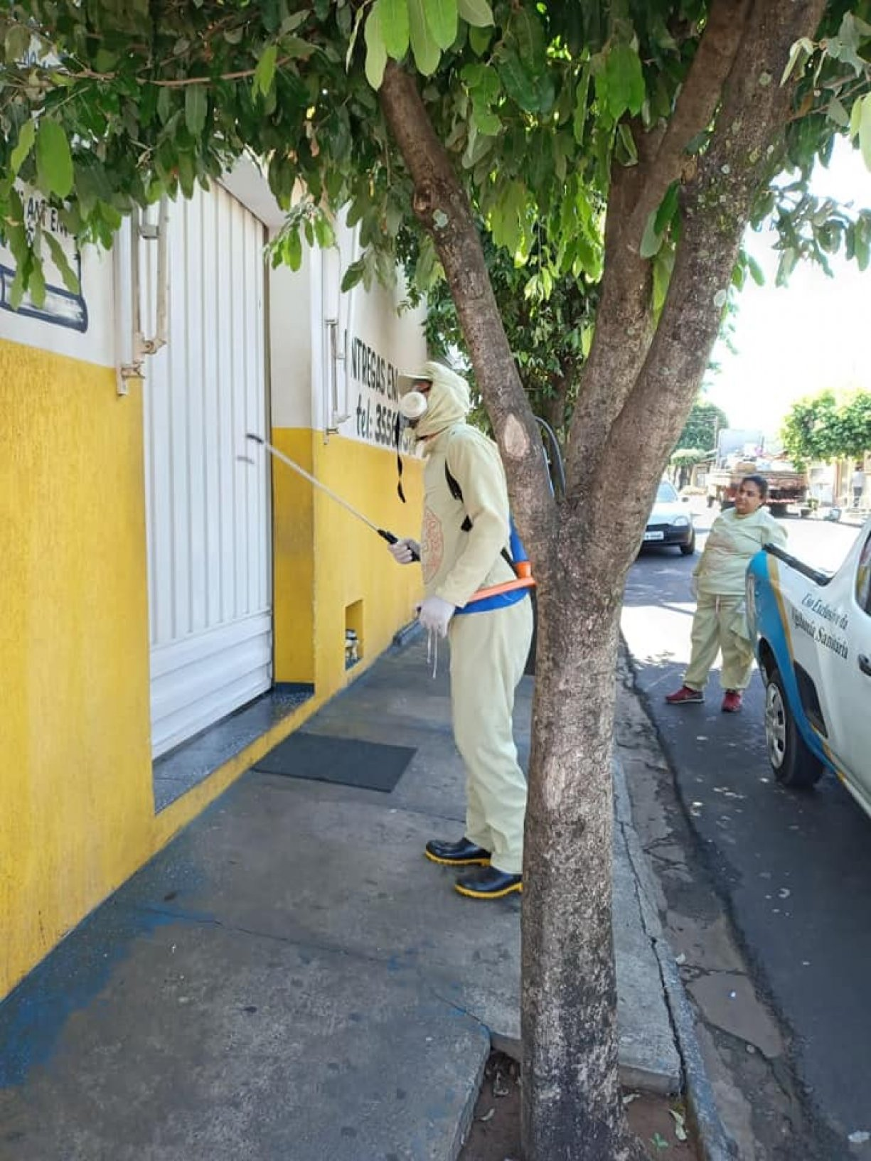 A Prefeitura Municipal de Irapuã juntamente com a Diretoria Municipal de Saúde e Vigilância em Saúde, está realizando nesta terça-feira (31), o processo de desinfecção contra o Covid-19